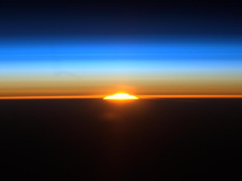 sunrise_from_iss-4x3_946-710